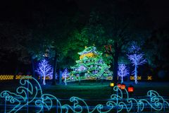 大阪城堡夜照明最巨大的轻的展示在大阪 免版税库存图片
