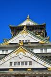 大阪城堡,与金黄老虎象征的绿色城堡 库存图片