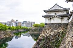 大阪城堡,日本印象深刻的石墙  免版税库存照片