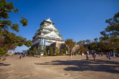 大阪日本- november7,2018:旅游景点的大数对大阪城堡多数普遍的旅行的目的地一的  免版税库存图片