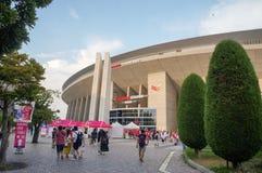 大阪樱花足球队员扇动努力去做比赛在Yanmar体育场永井,大阪日本 免版税库存照片