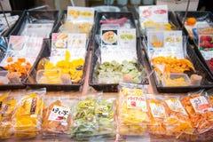 大阪,日本- 2017年11月19日:在组装f的各种各样的干果子 免版税库存图片