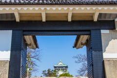 大阪,日本- 2018年3月14日:大阪城堡入口门在期间 库存图片