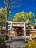 大阪,日本- 2017年7月02日:扔石头的门,在美丽的ble天空,在大阪附近 图库摄影