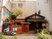 大阪,日本- 2017年7月02日:摩托车停放了在市的dowtown美丽的景色大阪近Dotonbori地区 图库摄影