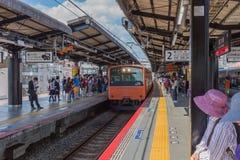 大阪,日本- 2016年6月2日 小火车站 免版税库存图片