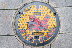 大阪,日本- 2016年11月19日:人孔盖在大阪,日本 库存照片