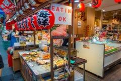 大阪,日本- 2017年7月18日:海鲜在一个市场上在Kuromon Ichiba市场上在大阪,日本 它是市场 库存照片