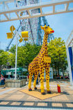 大阪,日本- 2017年7月18日:用legos做的美丽的长颈鹿在Tempozan弗累斯大转轮大阪,日本 找出它 图库摄影