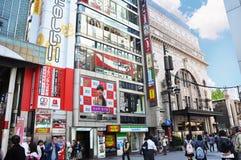 大阪,日本- 10月23 :人们参观著名Dotonbori街道 免版税库存图片
