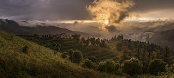 大阳台、米领域和村庄在喜马拉雅山,尼泊尔 库存图片