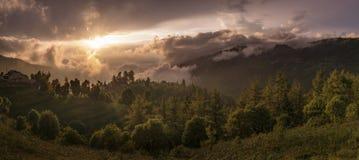 大阳台、米领域和村庄在喜马拉雅山,尼泊尔 图库摄影