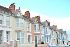 大阳台五颜六色的海边房子2 免版税库存图片
