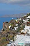 大阳台有在santorini,希腊的一个看法 免版税库存图片