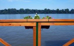 从大阳台的河视图 免版税库存图片