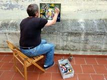 大阳台的艺术家画家 免版税库存照片