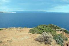 大陆希腊的南部的部分的海角Sounion 06 20 2014年 海洋沙漠植被的风景和风景  库存照片