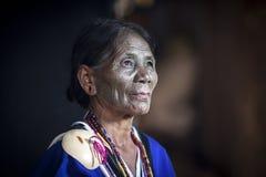 大隘部落妇女在她的厨房里 库存照片