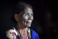 大隘部落妇女在她的厨房里 图库摄影