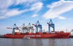 大集装箱船和集装箱码头 库存图片