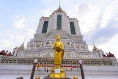 大雕象在黎明寺在Th的Ratchawararam Ratchawaramahawihan 免版税库存图片