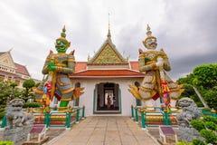 大雕象在黎明寺Ratchawararam Ratchawaramahawihan在Thailnd 图库摄影