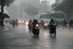 大雨,雨季在胡志明市 免版税库存照片