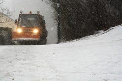 大雪的除雪机 库存图片