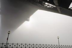 大雾在悉尼港口的早晨 库存图片