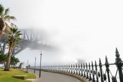 大雾在悉尼港口的早晨 免版税图库摄影