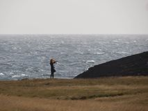 大风天在冰岛 库存照片