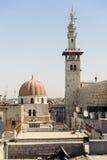 大马士革,叙利亚- 2012年11月16日:Umayyad从AlHamidiyah Souq的清真寺尖塔在老城大马士革 Qai尖塔  免版税库存照片