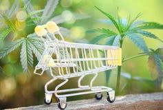 大麻企业大麻市场产业趋向更高迅速生长概念 免版税库存照片