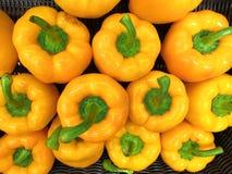 4大黄色胡椒用绿色荚 免版税图库摄影