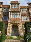 大16世纪议院的门道入口在英国,英国 库存图片