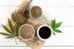 大麻产品、种子、油和面粉 免版税图库摄影
