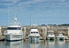大更大的最大的小船 免版税图库摄影