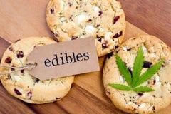 大麻-大麻-医药Edibles -曲奇饼 免版税库存图片