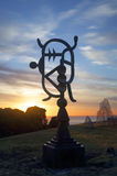 大洋洲漩涡花饰-由海的雕塑 免版税图库摄影