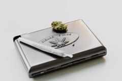 大麻烟盒 免版税库存照片