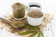 大麻籽、aiol和面粉 库存照片