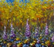 大紫色花在草甸在秋天森林里,黄色叶子,秋天 图库摄影