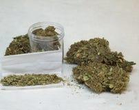 大麻芽和香烟 库存图片