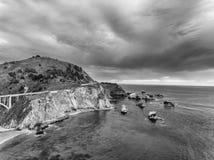 大Sur,加利福尼亚 在日落的空中海岸线视图 库存图片