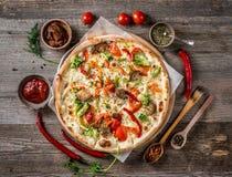 大vegeterian薄饼用调味汁和胡椒 免版税库存图片