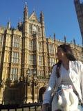 天与一个模型在伦敦 Westminister 库存图片
