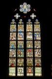 天主教教会玻璃被弄脏的视窗 库存照片