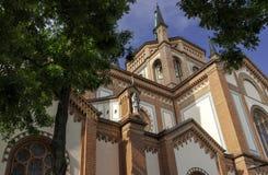 天主教的门面的片段与尖顶的 免版税库存照片