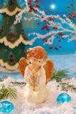 天使下跪祈祷的雪 免版税库存图片