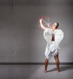 天使丘比特准备好在情人节 免版税图库摄影